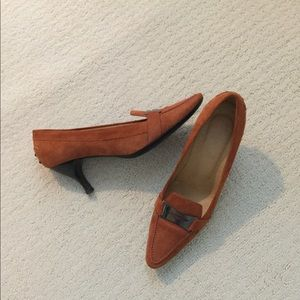 EUC Tods driving shoe style with heels